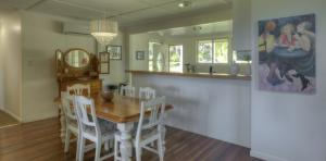 River-Oaks-diningroom-kitchen1-1170x578