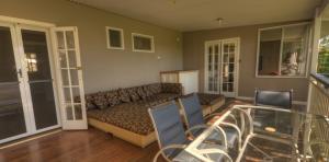 River-Oaks-front-veranda1-1170x578